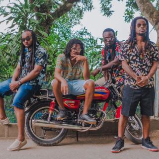 Depois de um ano sedentário, a banda de reggae autônoma que mais atuou na Jamaica, EarthKry, está de volta à estrada!